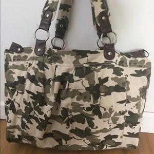 Army green leaf design tote with leather details